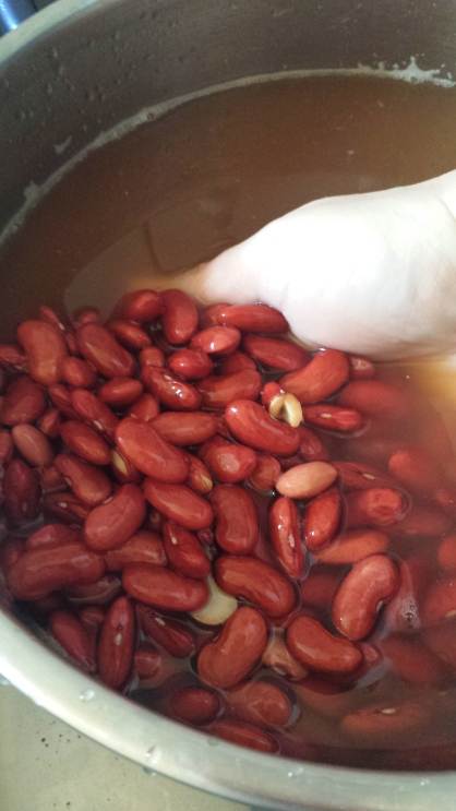 Before you can begin, you must soak the beans overnight. This is what they should look like in the morning. To get there, complete steps 1 and 2